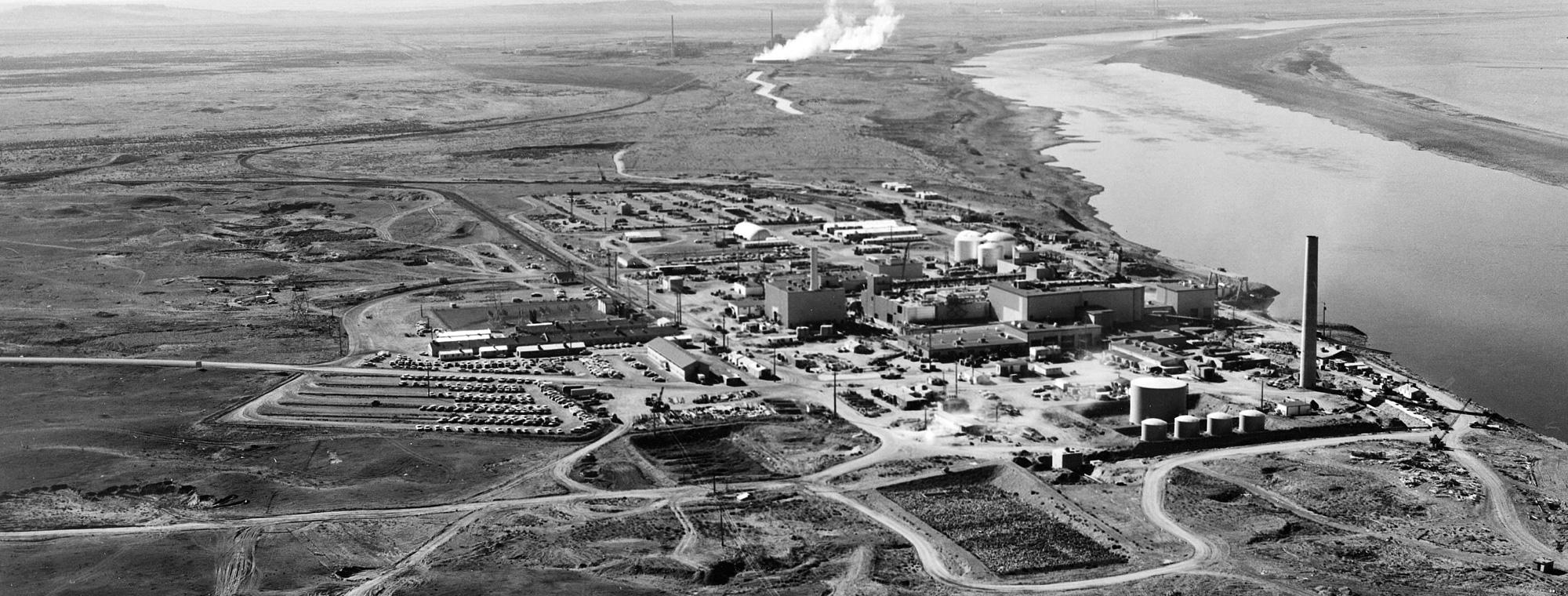 Photo of the Hanford Nuclear Production Complex